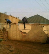 POLICE DPO escaping From Robbers